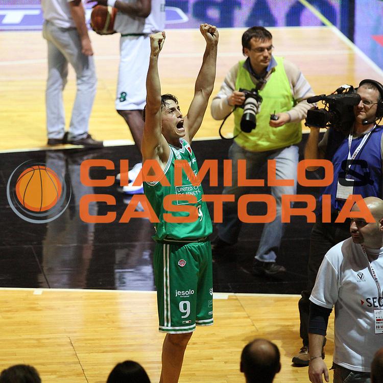 DESCRIZIONE : Bologna Coppa Italia 2006-07 Semifinale Montepaschi Siena Benetton Treviso<br /> GIOCATORE : Mordente<br /> SQUADRA : Benetton Treviso<br /> EVENTO : Campionato Lega A1 2006-2007 Tim Cup Final Eight Coppa Italia Semifinale<br /> GARA : Montepaschi Siena Benetton Treviso<br /> DATA : 10/02/2007<br /> CATEGORIA : Esultanza<br /> SPORT : Pallacanestro <br /> AUTORE : Agenzia Ciamillo-Castoria/G.Cottini
