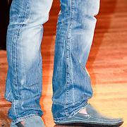 NLD/Amsterdam/20110418 - Persconferentie TMF Awards 2011, schoenen zonder sokken Marco Borsato