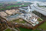 Nederland, Limburg, Gemeente Leudal, 15-11-2010; Rvier de Maas bij hoogwater in de omgeving van Buggenum. Willem-Alexander Centrale van Nuon, stoom- en gascentrale die werkt op kolenvergassing (ook vergassing biomassa). Vroegere lokatie Maascentrale..River Meuse near Buggenum. Willem-Alexander Centrale (Nuon), steam-cycle plant operating on coal gasification (including biomass gasification). luchtfoto (toeslag), aerial photo (additional fee required).foto/photo Siebe Swart