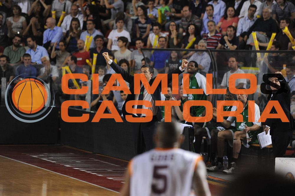 DESCRIZIONE : Roma Lega A 2012-2013 Acea Roma Montepaschi Siena playoff finale gara 1<br /> GIOCATORE : Luca Banchi<br /> CATEGORIA : <br /> SQUADRA : Acea Roma Montepaschi Siena<br /> EVENTO : Campionato Lega A 2012-2013 playoff finale gara 1<br /> GARA : Acea Roma Montepaschi Siena<br /> DATA : 11/06/2013<br /> SPORT : Pallacanestro <br /> AUTORE : Agenzia Ciamillo-Castoria/M.Marchi<br /> Galleria : Lega Basket A 2012-2013  <br /> Fotonotizia : Roma Lega A 2012-2013 Acea Roma Montepaschi Siena playoff finale gara 1<br /> Predefinita :
