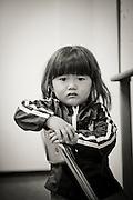Mashiro Segawa. Tillsammans med sina två bröder och mamma har han evakuerat från Fukushima prefekturen. Pappa kunde inte lämna Fukushima på grund av sitt arbete som lärare.<br /> <br /> Hinan Mama Net, är en stödgrupp för mammor som har evakuerat från Fukushima prefekturen till Tokyo. Gruppen startades av Rika Mashiko.