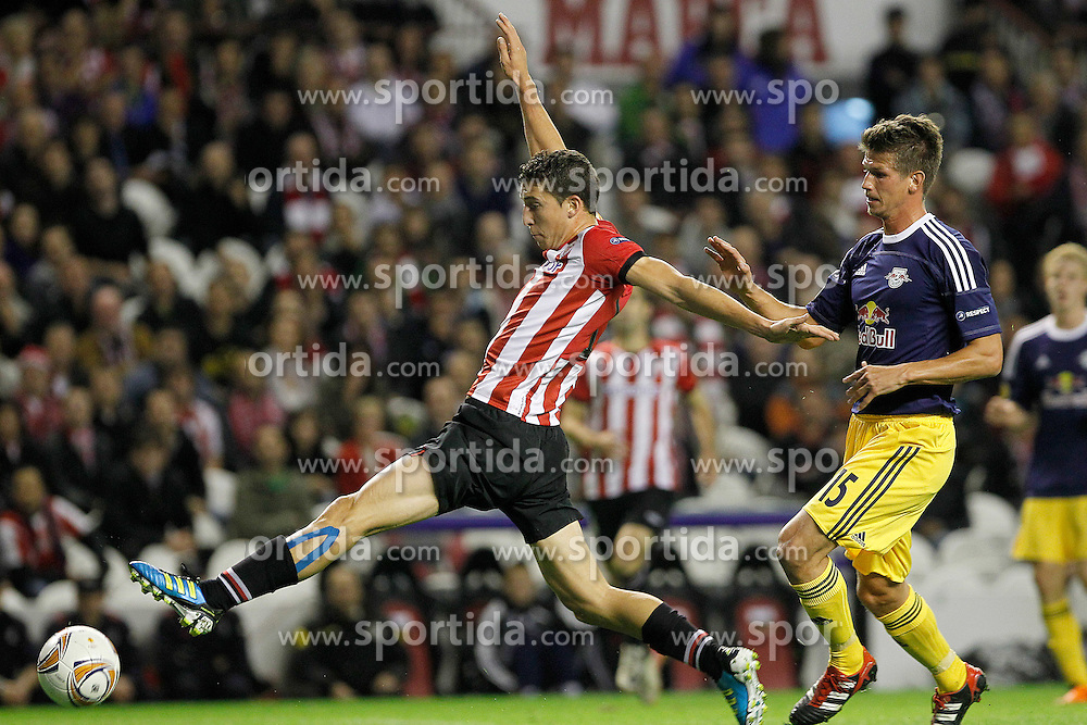20.10.2011, San Mames Stadion, Bilbao, ESP, UEFA EL, Gruppe F, Athletic Bilbao (ESP) vs RB Salzburg (AUT), im Bild Athletic de Bilbao's Oscar de Marcos (l) and FC Salzburg's Franz Schiemer  // during UEFA Europa League group F match between Athletic Bilbao (ESP) vs RB Salzburg (AUT) at San Mames Stadium, Bilbao, Spain on 20/10/2011. EXPA Pictures © 2011, PhotoCredit: EXPA/ Alterphoto/ Acero +++++ ATTENTION - OUT OF SPAIN/(ESP) +++++