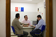Ronnie Genarini, Regional Manager, in a meeting with colleagues at C&A Porte Alegre store.