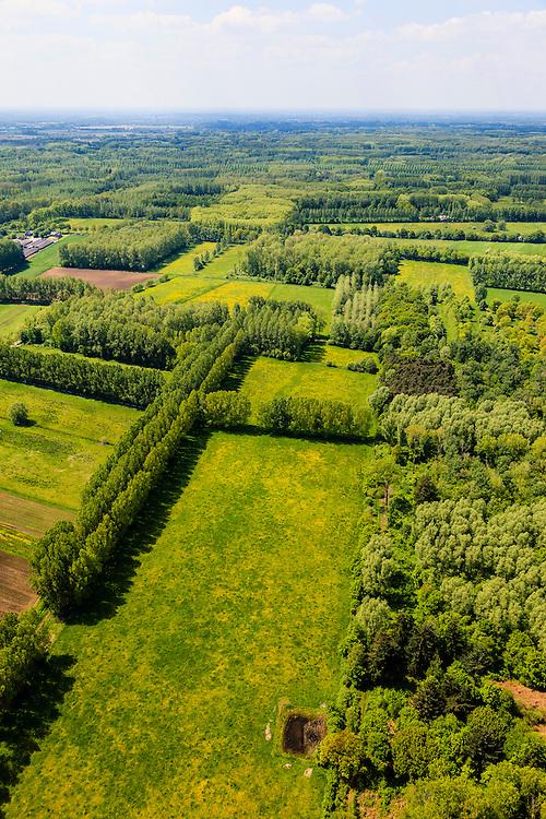 Nederland, Noord-Brabant, Gemeente Boxtel, 27-05-2013; De Scheeken, ten westen van Sint-Oedenrode. <br /> Ruilverkaveling De Scheeken maakt deel uit van het Nationale Landschap het Groene Woud. Het gebied was voor de ruilverkaveling sterk versnipperd en kende een gebrekkige ontwatering. Ruilverkaveling uitgevoerd in de jaren veertig van de vorige eeuw, wederopbouwperiode. Het onderliggende landschapsplan hield rekening met streekeigen karakter van het cultuurlandschap.<br /> National Landscape Groene Woud (Green Forest). The area was fragmented before land consolidation and had a poor drainage. Land consolidation took place in the forties of the last century, reconstruction period. The landscape plan took into account the typical local character of the landscape.<br /> luchtfoto (toeslag op standard tarieven)<br /> aerial photo (additional fee required)<br /> copyright foto/photo Siebe Swart