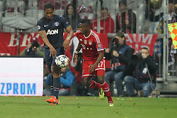 09.04.2014, Allianz Arena, Muenchen, GER, UEFA CL, FC Bayern Muenchen vs Manchester United, Viertelfinale, Rueckspiel, im Bild l-r: im Zweikampf, Aktion, mit Antonio Valencia #25 (Manchester United) und David Alaba #27 (FC Bayern Muenchen) // during the UEFA Champions League Round of 8, 2nd Leg match between FC Bayern Muenchen and Manchester United at the Allianz Arena in Muenchen, Germany on 2014/04/09. EXPA Pictures &copy; 2014, PhotoCredit: EXPA/ Eibner-Pressefoto/ Kolbert<br /> <br /> *****ATTENTION - OUT of GER*****