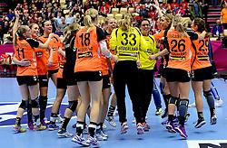 18-12-2015 DEN: World Championships Handball 2015 Poland  - Netherlands, Herning<br /> Halve finale - Nederland staat in de finale door Polen met 30-25 te verslaan / Lynn Knippenborg #11, Lois Abbingh #8, Yvette Broch #13, Danick Snelder #10, Marieke van der Wal #1, Sanne van Olphen #9, Angela Malestein #26