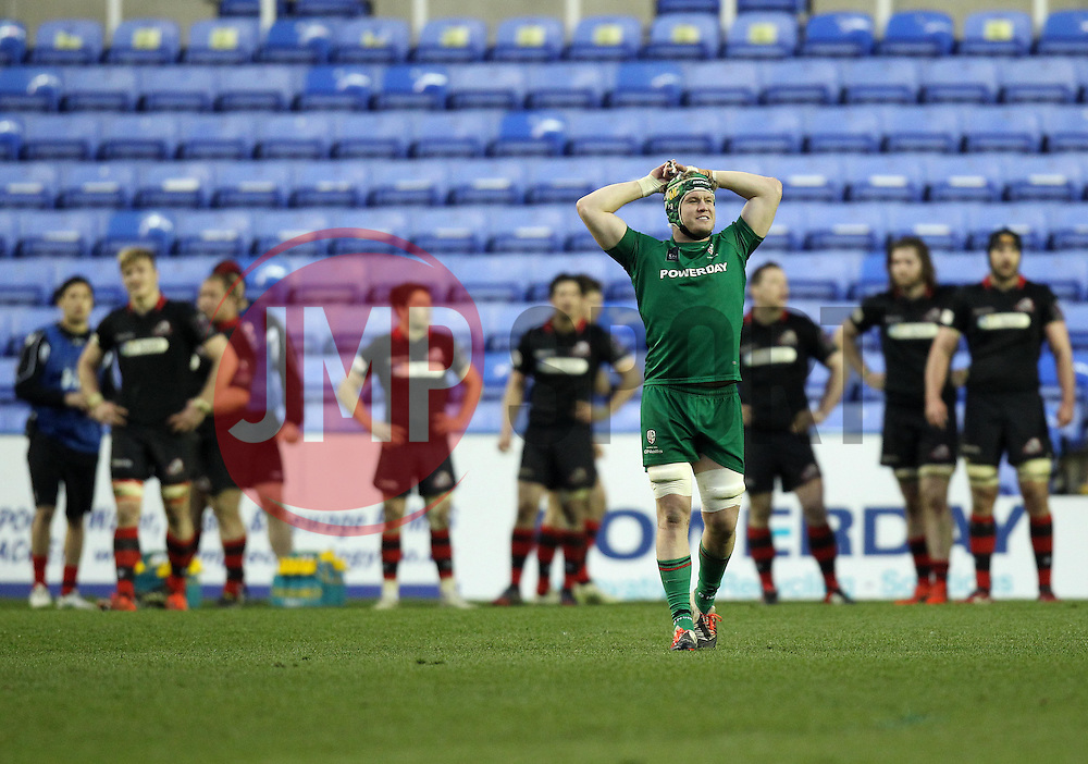 Edinburgh Rugby and London Irish players watch the big screen to see if London Irish have scored a last minute try - Photo mandatory by-line: Robbie Stephenson/JMP - Mobile: 07966 386802 - 05/04/2015 - SPORT - Rugby - Reading - Madejski Stadium - London Irish v Edinburgh Rugby - European Rugby Challenge Cup