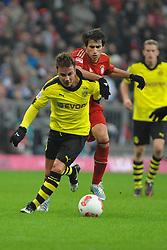 01-12-2012 VOETBAL: FC BAYERN MUNCHEN - BORUSSIA DORTMUND: MUNCHEN<br /> Mario GOETZE (Borussia Dortmund), dahinter Javier MARTINEZ (FC Bayern Muenchen) <br /> ***NETHERLANDS ONLY***<br /> ©2012-FotoHoogendoorn.nl