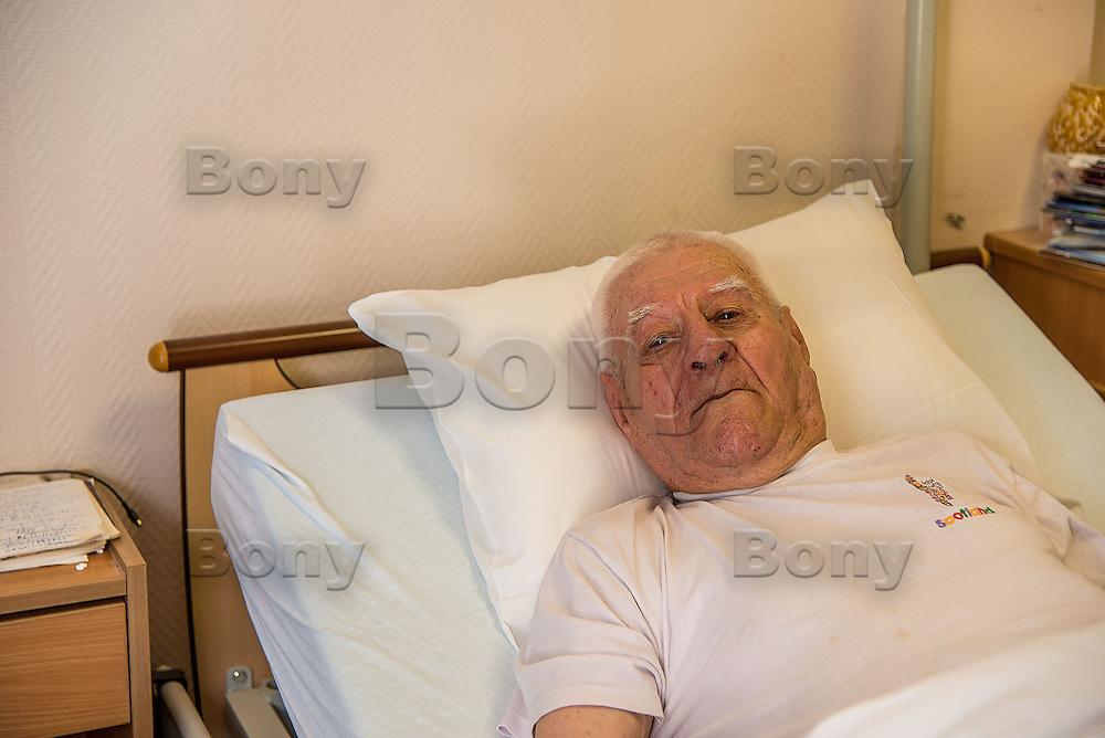 Ludovic Dupont, 87 ans:il est un des survivants des combats de Cao-Bang.<br /> <br /> &quot;Honneur et fidelite&quot;, la Legion n'abandonne jamais les siens, au combat comme dans la vie.<br /> &ldquo;Honor and loyalty&rdquo;, the Legion don't abandon his own, in the combat or in the life.<br /> L'IILE, bienvenue au dernier sanctuaire pour vieux legionnaires<br /> IILE*, welcome to the last sanctuary for old legionaries<br /> Rencontre avec des personnages extraordinaires<br /> Meeting with extraordinary characters<br /> <br /> M. Ludovic Dupont, 87 ans, arrive &agrave; l'IILE en 2008, 15ans 1/2 de Legion (2&egrave;me REP, 3eme REI), a termine sergent-chef, decore de la Legion d'honneur, de la Medaille militaire et de la Croix de guerre TOE (theatres d'operations exterieures), il est un des survivants des combats de la RC 4 et de la retraite de Cao-Bang.<br /> <br /> More texts<br /> http://maya-press.net/iile-the-last-sanctuary-for-old-legionnaires/
