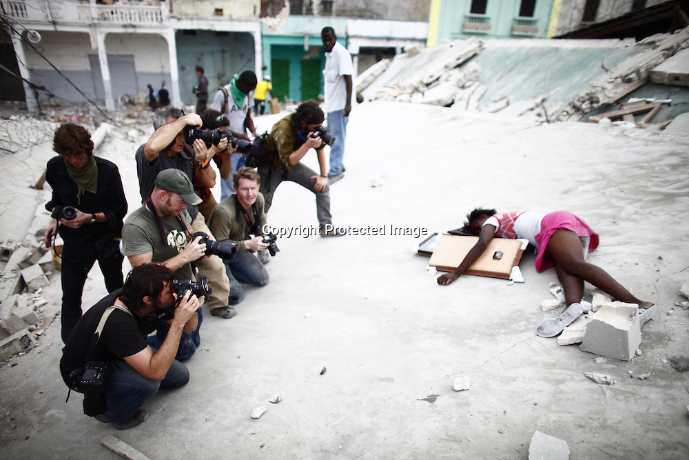 The earth quake that struct the nation of Haiti has left the city of Port au Prince in in complete disarray.