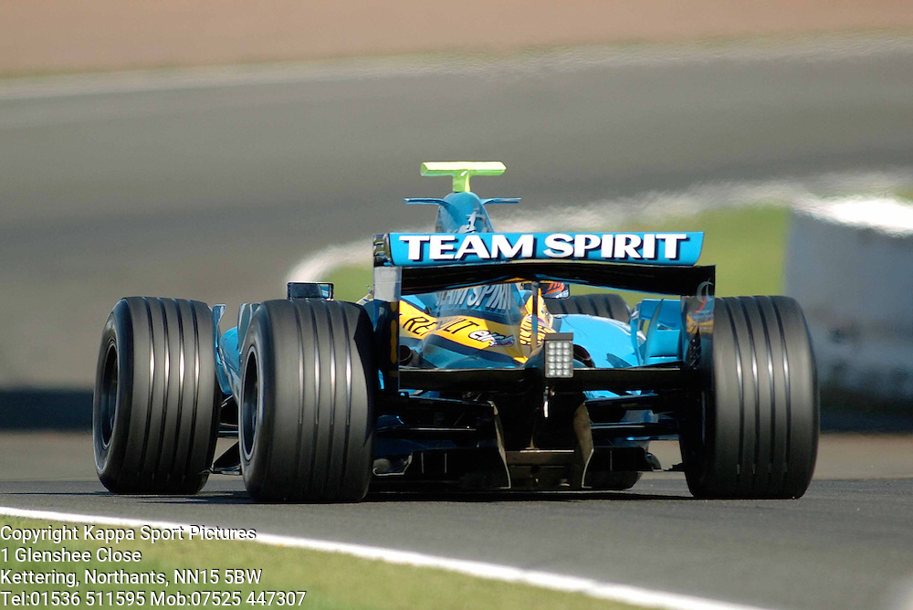 HEIKKI KOVALAINEN (Finland) Renault  F1 Formula One Test Silverstone 19th September 2006 :Photo Mike Capps
