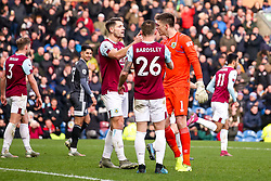 Nick Pope of Burnley celebrates with teammates after saving a penalty from Jamie Vardy of Leicester City - Mandatory by-line: Robbie Stephenson/JMP - 19/01/2020 - FOOTBALL - Turf Moor - Burnley, England - Burnley v Leicester City - Premier League