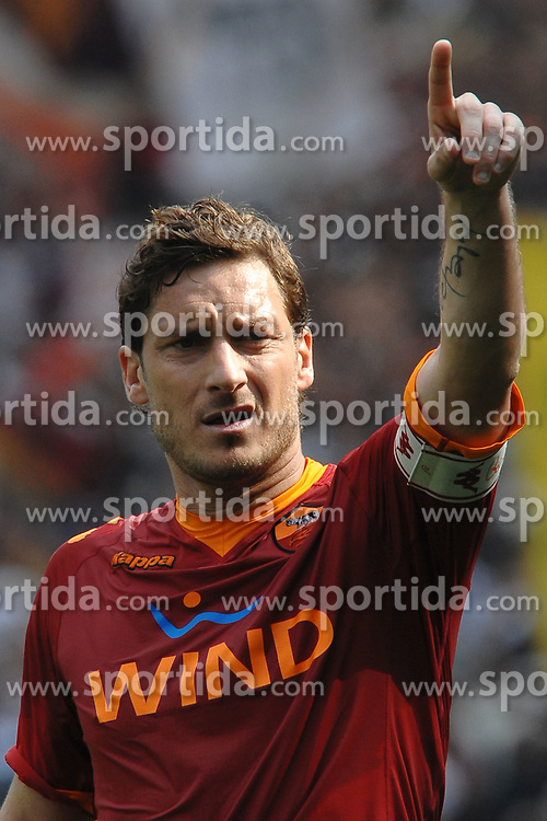 11.04.2010, Stadio Olimpico, Roma, ITA, Serie A, AS Rom vs Atalanta Bergamo, im Bild Francesco TOTTI Roma. EXPA Pictures © 2010, PhotoCredit: EXPA/ InsideFoto/ Andrea Staccioli / SPORTIDA PHOTO AGENCY