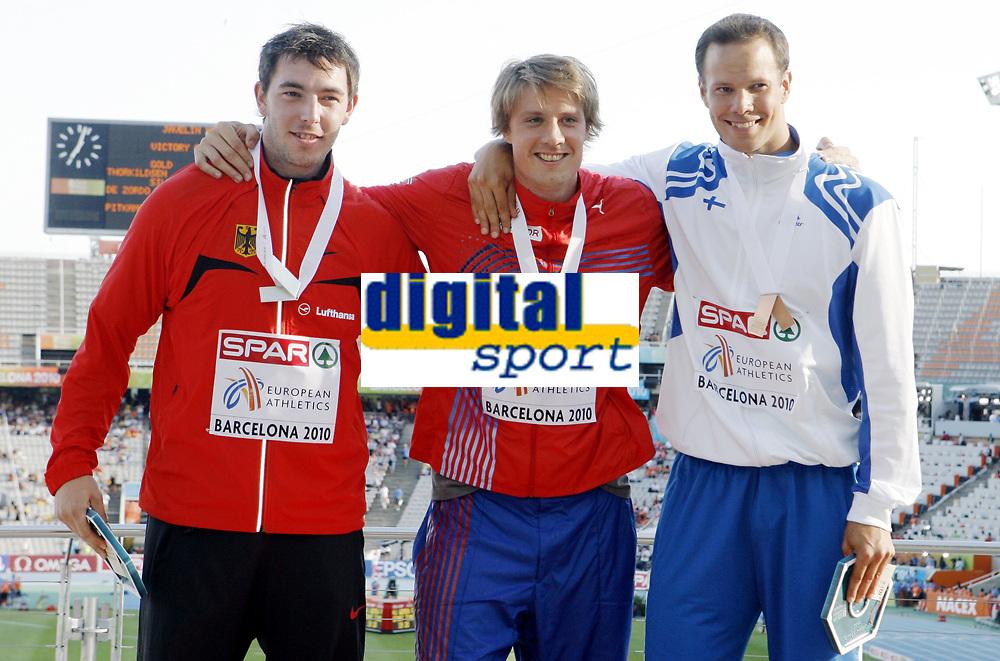 Friidrett, 1. august  2010 ,<br /> EM Barcelona<br /> <br /> European Athletics Championships<br /> Barcelona<br /> <br /> <br /> Andreas Thorkildsen , Norge vant EM-gull  her med medaljen<br /> og sammen med Tero Pitkamaki  , Matthias De Zordo , GER<br /> <br /> Foto: Anders Hoven , Digitalsport