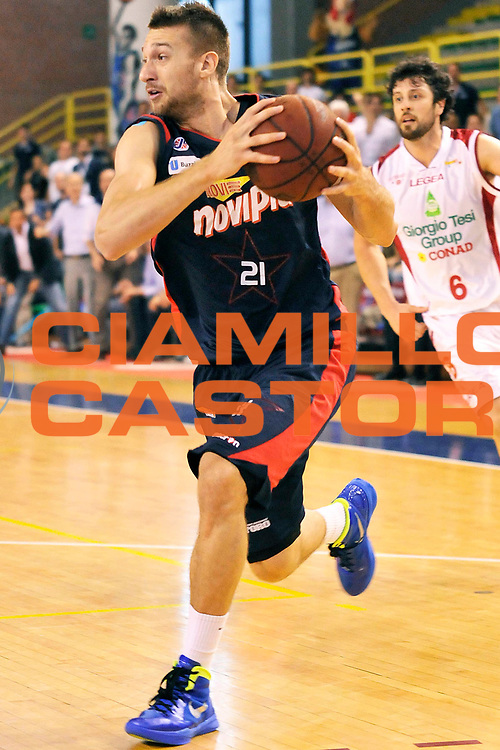 DESCRIZIONE : Casale Monferrato Campionato Lega Basket A2 2012-13<br /> Novipiu Casale Monferrato Vs Giorgio Tesi Group Pistoia<br /> GIOCATORE : Giancarlo Ferrero<br /> SQUADRA : Novipiu Casale Monferrato<br /> EVENTO : Campionato Lega Basket A2 2012-2013<br /> GARA : Novipiu Casale Monferrato Vs Giorgio Tesi Group Pistoia - Play-off Semifinale gara 4<br /> DATA : 02/06/2013<br /> CATEGORIA : Palleggio<br /> SPORT : Pallacanestro <br /> AUTORE : Agenzia Ciamillo-Castoria/G.Gentile<br /> Galleria : Lega Basket A2 2012-2013 <br /> Fotonotizia : Casale Monferrato Campionato Lega Basket A2 2012-13 Novipiu Casale Monferrato Vs Giorgio Tesi Group Pistoia<br /> Predefinita :