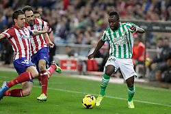 27.10.2013, Estadio Vicente Calderon, Madrid, ESP, Primera Division, Atletico Madrid vs Real Betis, 10. Runde, im Bild Atletico de Madrid's Gabi (L) and Juanfran (C) and Real Betis Cedrick (R) // Atletico de Madrid's Gabi (L) and Juanfran (C) and Real Betis Cedrick (R) during the Spanish Primera Division 10th round match between Club Atletico de Madrid and Real Betis at the Estadio Vicente Calderon in Madrid, Spain on 2013/10/28. EXPA Pictures &copy; 2013, PhotoCredit: EXPA/ Alterphotos/ Victor Blanco<br /> <br /> *****ATTENTION - OUT of ESP, SUI*****