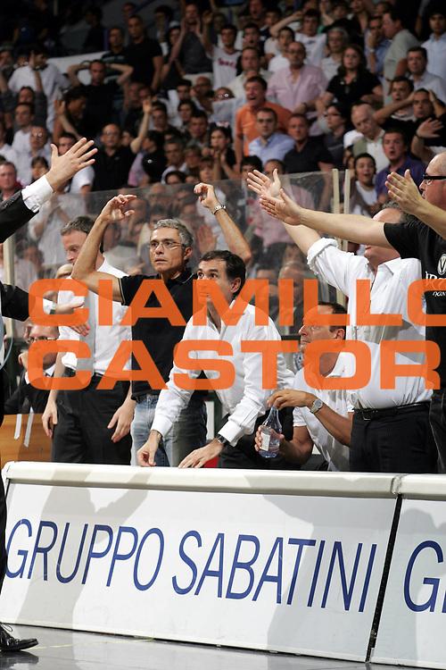 DESCRIZIONE : Bologna Lega A1 2006-07 Playoff Finale Gara 2 VidiVici Virtus Bologna Montepaschi Siena <br /> GIOCATORE : <br /> SQUADRA : VidiVici Virtus Bologna <br /> EVENTO : Campionato Lega A1 2006-2007 Playoff Finale Gara 2 <br /> GARA : VidiVici Virtus Bologna Montepaschi Siena <br /> DATA : 15/06/2007 <br /> CATEGORIA : <br /> SPORT : Pallacanestro <br /> AUTORE : Agenzia Ciamillo-Castoria
