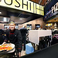 Nederland, Amsterdam , 26 november 2014.<br /> Opening Foodmarkt van Jumbo in amsterdam Noord.<br /> Op 26 november gaat de grootste Jumbo van Amsterdam open. Niet alleen de omvang van de winkel (waarschijnlijk zo&rsquo;n 2600 m2 ), ook de locatie is speciaal. De enorme foodmarkt zit in een oude loods op het voormalige Storkterrein, een van de meest creatieve plekken van Amsterdam. Hoe groot de foodmarkt precies is, hoe hij eruit gaat zien en wat er te beleven is, houden ze bij Jumbo nog geheim.Wel is duidelijk dat er vanaf woensdag in deze industri&euml;le loods zal worden gekokkereld in meerdere foodmarktkeukens &lsquo;door koks en andere vakspecialisten&rsquo;.&nbsp;En dat de producten van Jumbo gezond, lekker&nbsp;en betaalbaar zijn, aldus Jumbo.<br /> Op de foto: een volwaardige verse sushi afdeling en pizzabakkerij<br /> Foto:Jean-Pierre Jans