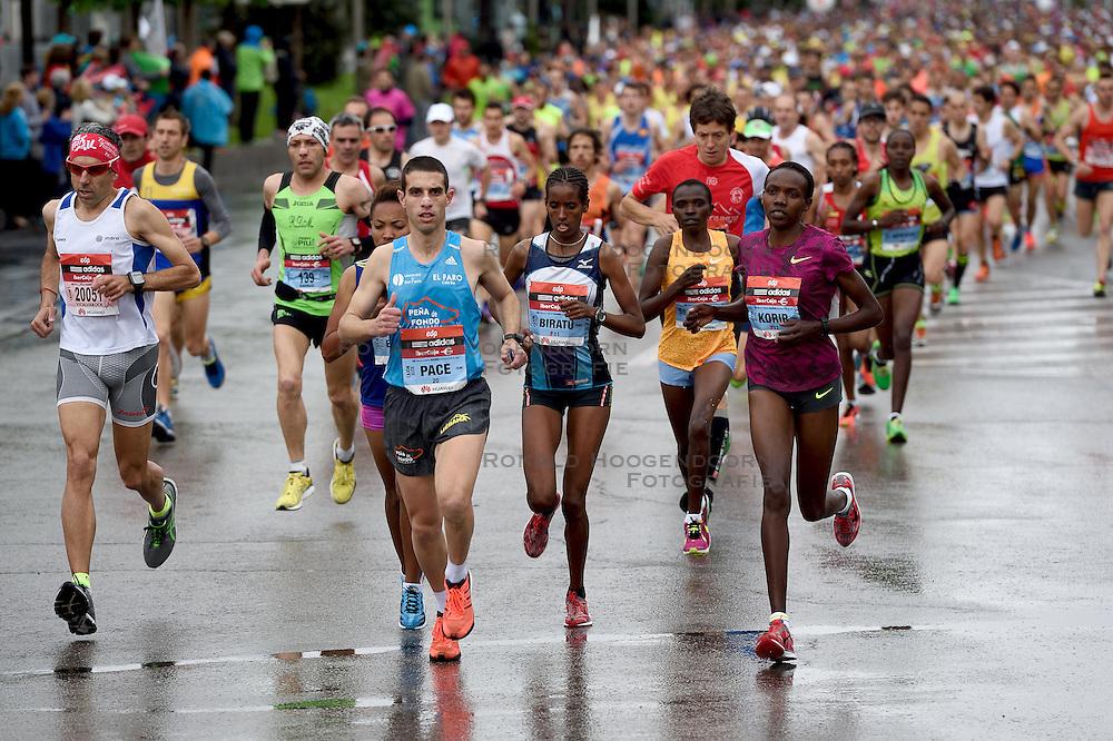26-04-2015 NED: We Run 2 Change Diabetes NY 2015, Arnhem<br /> We run to change diabetes, training op de halve marathon van Madrid met de groep hardlopers van Novo Nordisk Spanje die op 1 november 2015 hun grenzen gaan verleggen in de marathon van New York / lopers massa, massa hardlopers, SELLY JEPKEMOI KORIR #F12, MESERET LEGESSE BIRATU #F11