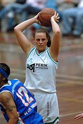 20-04-2005 BASKETBAL: LEVI - PERIK JUMPERS: AMSTERDAM<br /> Levi Amsterdam, wint de eerste playoff wedstrijd met 85-65 / Ashlee Kelly <br /> ©2005-WWW.FOTOHOOGENDOORN.NL