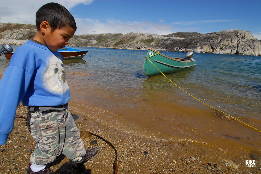 Local inuit children, The fishing community of Kimmirut