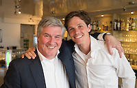 LOOSDRECHT - Joof Verhees met Wouter Jolie. Lancering Sport Helpt, een initiatief van hockeyers Rogier Hofman en Tim Jenniskens. FOTO KOEN SUYK