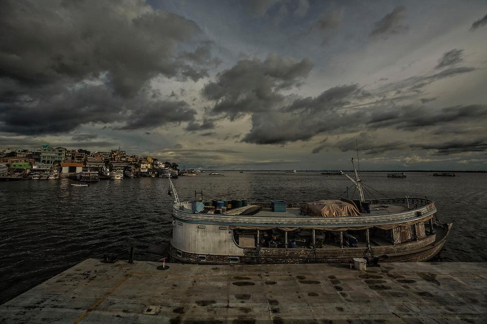 Brazil, Amazonas, rio Negro, Manaus. Quartier du port. Igarape dos educandos, favela.
