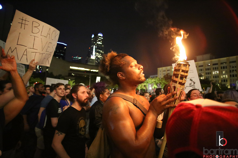 Thousands fill the plaza during an anti white-supremacy rally at Dallas City Hall plaza on Saturday, Aug. 19, 2017. (Photo by Kevin Bartram)