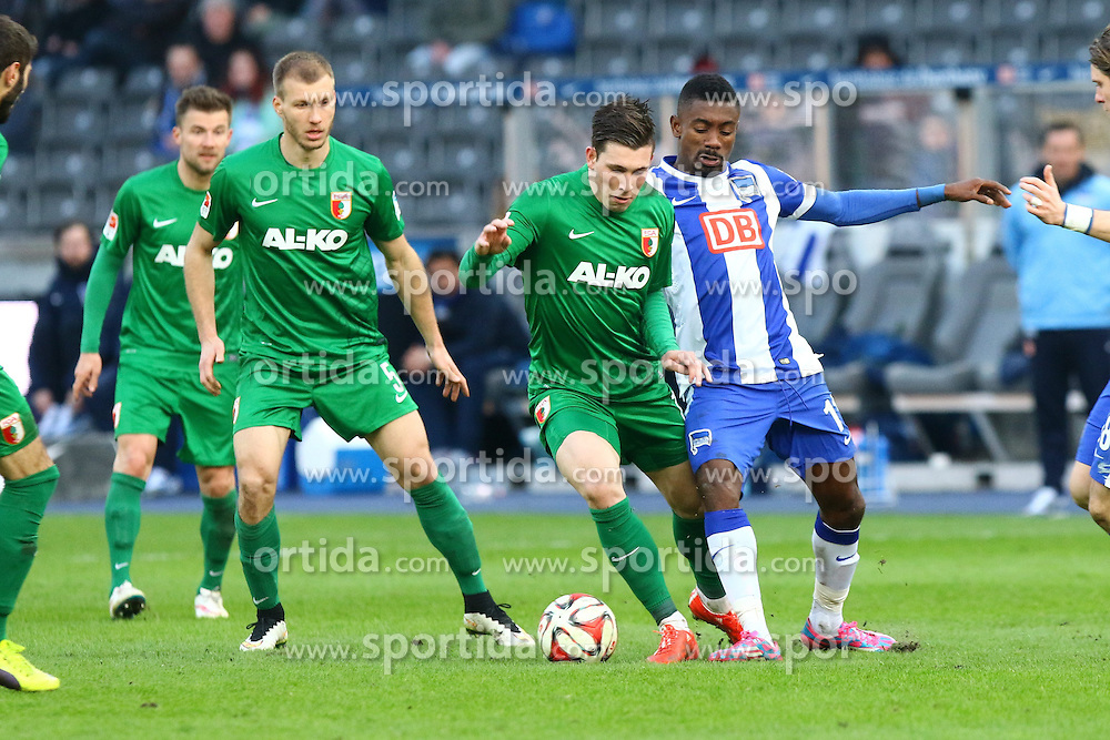 28.02.2015, Olympiastadion, Berlin, GER, 1. FBL, Hertha BSC vs FC Augsburg, 23. Runde, im Bild Salomon Kalou (#11, Hertha BSC Berlin) versucht Pierre-Emile Hoejbjerg (#19, FC Augsburg) zu stoppen // SPO during the German Bundesliga 23rd round match between Hertha BSC and Hertha BSC vs FC Augsburg at the Olympiastadion in Berlin, Germany on 2015/02/28. EXPA Pictures &copy; 2015, PhotoCredit: EXPA/ Eibner-Pressefoto/ Hundt<br /> <br /> *****ATTENTION - OUT of GER*****