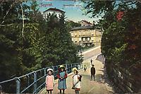 Zagreb : Mesnička ulica. <br /> <br /> ImpresumPraha : Lederer & Popper, [1912].<br /> Materijalni opis1 razglednica : tisak ; 8,9 x 13,8 cm.<br /> NakladnikLederer & Popper<br /> Mjesto izdavanjaPrag<br /> Vrstavizualna građa • razglednice<br /> ZbirkaGrafička zbirka NSK • Zbirka razglednica<br /> Formatimage/jpeg<br /> PredmetZagreb –– Mesnička ulica<br /> SignaturaRZG-MESN-3<br /> Obuhvat(vremenski)20. stoljeće<br /> NapomenaRazglednica je putovala 1912. godine.<br /> PravaJavno dobro<br /> Identifikatori000954885<br /> NBN.HRNBN: urn:nbn:hr:238:137988 <br /> <br /> Izvor: Digitalne zbirke Nacionalne i sveučilišne knjižnice u Zagrebu