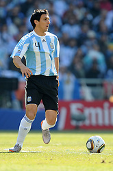 17.06.2010, Soccer City Stadium, Johannesburg, RSA, FIFA WM 2010, Argentinien vs Südkorea im Bild Nicolas Burdisso (Argentina), EXPA Pictures © 2010, PhotoCredit: EXPA/ InsideFoto/ G. Perottino, ATTENTION! FOR AUSTRIA AND SLOVENIA ONLY!!! / SPORTIDA PHOTO AGENCY