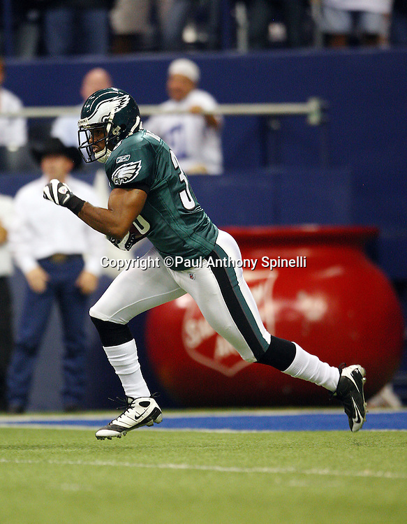 IRVING, TX - SEPTEMBER 15:  Rookie kick returner Quintin Demps #39 of the Philadelphia Eagles returns a kick during the game against the Dallas Cowboys at Texas Stadium on September 15, 2008 in Irving, Texas. The Cowboys defeated the Eagles 41-37. ©Paul Anthony Spinelli *** Local Caption *** Quintin Demps