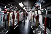 Hong Kong, China - inside The Mass Transit Railway (MTR) on May 01, 2018. The Hong Kong Metro, which opened in 1979. Today, there are eleven metro lines, 159 stations and 174 km of tracks in operation, making it the longest network in China, exceeding even the Shangai Metro.Hong Kong, Chine - à l'intérieur du Mass Transit Railway (MTR) le 1er mai 2018. Le métro de Hong Kong, qui a ouvert ses portes en 1979. Aujourd'hui, onze lignes de métro, 159 stations et 174 km de voies sont en service, ce qui en fait le plus long réseau de Chine, dépassant même celui de Shangai.