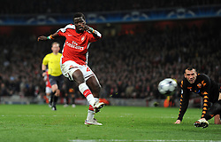 Emmanuel Eboue shoots wide of target during the UEFA Champions League First knockout round, First Leg match between Arsenal and A.S. Roma at Emirates Stadium on February 24, 2009 in London, England