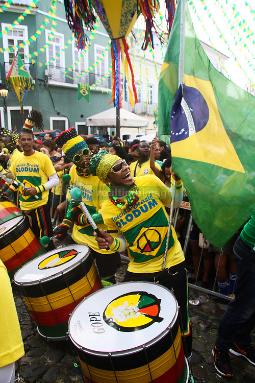 June 17, 2018 - Salvador, Brazil - SALVADOR, BA - 17.06.2018: TORCIDA BRASIL EM SALVADOR - Olodum stirred the fans for the Brazilian national team at the Russian Cup in Pelourinho, in Salvador. (Credit Image: © Mauro Akin Nassor/Fotoarena via ZUMA Press)
