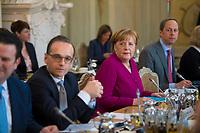 DEU, Deutschland, Germany, Gransee, 11.04.2018: Bundesaussenminister Heiko Maas (SPD) und Bundeskanzlerin Dr. Angela Merkel (CDU) bei der Kabinettsitzung im Rahmen der Klausurtagung des Bundeskabinetts im Schloss Meseberg.