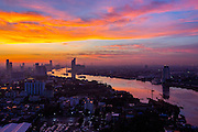 THAILAND, Bangkok: 09 November 2015 A beautiful sun rise this morning casts light across the city of Bangkok and the River Chao Prya. Rick Findler / Story Picture Agency