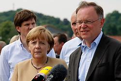 Bundeskanzlerin Angela Merkel und Niedersachsens Ministerpräsident Stephan Weil besuchen Hitzacker während des Elbhochwassers 2013 in Lüchow-Dannenberg. <br /> <br /> Ort: Hitzacker<br /> Copyright: Karin Behr<br /> Quelle: PubliXviewinG