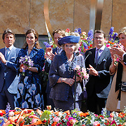 NLD/Veenendaal/20120430 - Koninginnedag 2012 Veenendaal, koninging Beatrix, Willem-Alexander en partner Maxima, Maurits en partner Marilene van den Broek, Floris en partner Aimee Sohngen