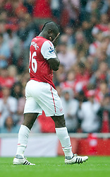 20.08.2011, Emirates Stadium, London, ENG, PL, FC Arsenal vs Liverpool FC, im Bild Arsenal's Emmanuel Frimpong looks dejected after being sent off against Liverpool during the Premiership match at the Emirates Stadium, EXPA Pictures © 2011, PhotoCredit: EXPA/ Propaganda/ D. Rawcliffe *** ATTENTION *** UK OUT!