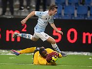 Conrado da Costa Januario (B.93) redder foran Nicolas Mortensen (FC Helsingør) under kampen i 2. Division mellem FC Helsingør og B.93 den 20. september 2019 på Helsingør Ny Stadion (Foto: Claus Birch).