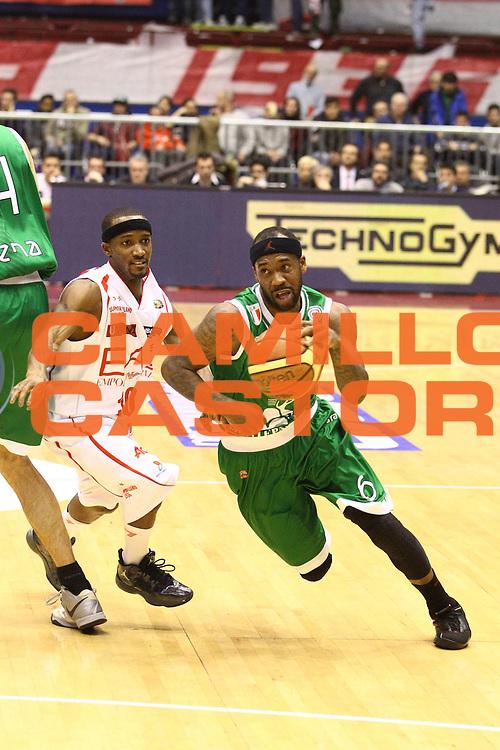 DESCRIZIONE : Milano Lega A 2012-13 EA7 Emporio Armani Milano Montepaschi Siena<br /> GIOCATORE : Bobby Brown<br /> CATEGORIA : Palleggio<br /> SQUADRA : Montepaschi Siena<br /> EVENTO : Campionato Lega A 2012-2013<br /> GARA : EA7 Emporio Armani Milano Montepaschi Siena<br /> DATA : 03/03/2013<br /> SPORT : Pallacanestro <br /> AUTORE : Agenzia Ciamillo-Castoria/G.Cottini<br /> Galleria : Lega Basket A 2012-2013  <br /> Fotonotizia : Milano Lega A 2012-13 EA7 Emporio Armani Milano Montepaschi Siena<br /> Predefinita :
