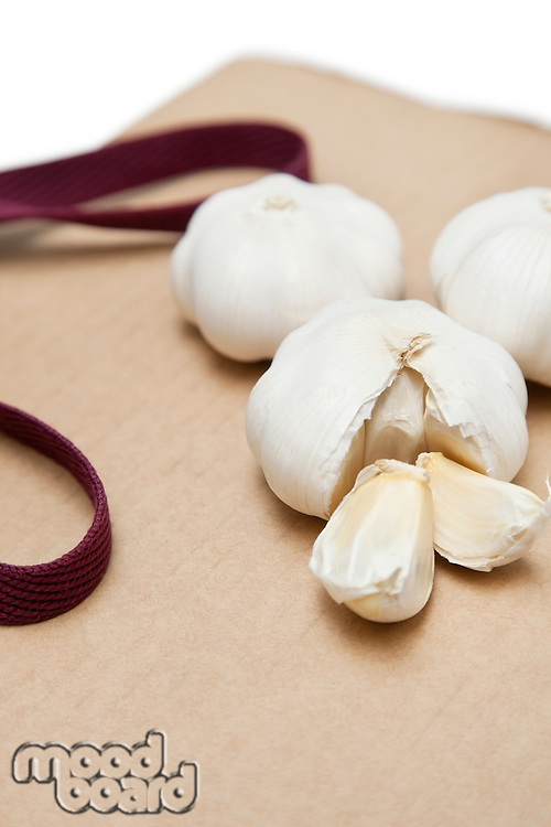 Garlic with separated pieces on wooden chopping board