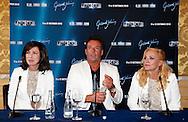 AMSTERDAM - Tijdens een perspresentatie van Gerard werd aangekondigd dat de zusjes Maywood weer gaan optreden in de Ziggo Dome tijdens het 'Lekker' concert. Met hier op de foto Caren Wood, Gerard Joling en Alice May. FOTO LEVIN DEN BOER - PERSFOTO.NU