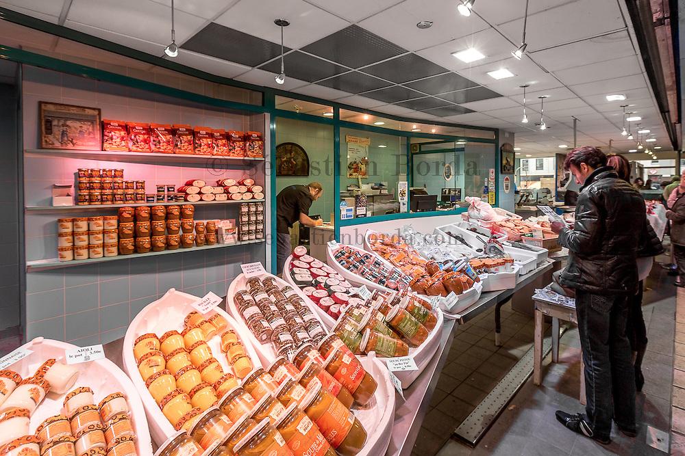 Etale d'un poissonnier de la halle Paul Bocuse  // Fishmonger stand in halle Paule Bocuse market