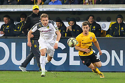 03.03.2015, Stadion Dresden, Dresden, GER, DFB Pokal, SG Dynamo Dresden vs Borussia Dortmund, Achtelfinale, im Bild Laufduell zwischen Ciro Immobile (#9, Borussia Dortmund) und Sinan Tekerci (#22, Dynamo Dresden) // SPO during German DFB Pokal last sixteen match between SG Dynamo Dresden and Borussia Dortmund at the Stadion Dresden in Dresden, Germany on 2015/03/03. EXPA Pictures &copy; 2015, PhotoCredit: EXPA/ Eibner-Pressefoto/ Hundt<br /> <br /> *****ATTENTION - OUT of GER*****