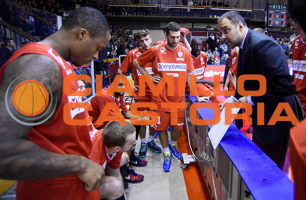 DESCRIZIONE : Reggio Emilia Campionato Lega A 2015-16 Grissin Bon Reggio Emilia Openjobmetis Varese<br /> GIOCATORE : Paolo Moretti<br /> CATEGORIA : Allenatore Coach Time Out<br /> SQUADRA : Openjobmetis Varese<br /> EVENTO : Campionato Lega A 2015-16<br /> GARA : Grissin Bon Reggio Emilia Openjobmetis Varese<br /> DATA : 27/12/2015<br /> SPORT : Pallacanestro <br /> AUTORE : Agenzia Ciamillo-Castoria/A.Giberti<br /> Galleria : Campionato Lega A 2015-16  <br /> Fotonotizia : Reggio Emilia Campionato Lega A 2015-16 Grissin Bon Reggio Emilia Openjobmetis Varese<br /> Predefinita :