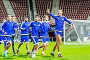 ALKMAAR - 19-10-2016, training persconferentie Maccabi Tel Aviv, AFAS Stadion, Maccabi Tel Aviv Haris Medunjanin zwaait naar zijn familie die op de tribune zit.
