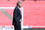 West Ham United manager David Moyes inspects the playing conditions before the Premier League match between Arsenal and West Ham United at the Emirates Stadium, London, England on 22 April 2018. Picture by Bennett Dean.