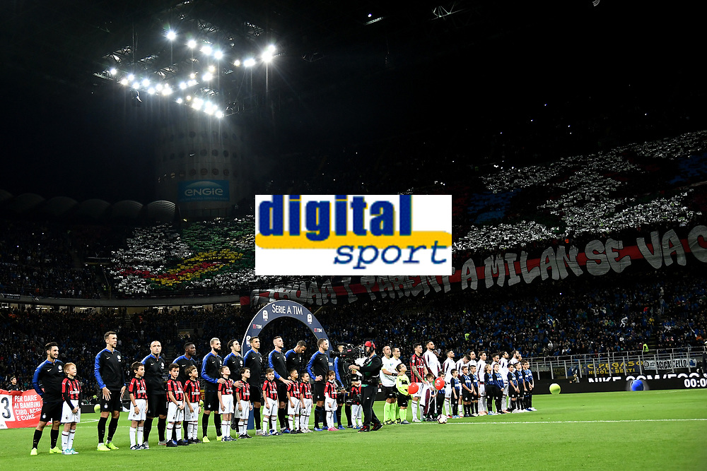 Team lines up prior to the Serie A 2018/2019 football match between Fc Internazionale and AC Milan at Giuseppe Meazza stadium Allianz Stadium, Milano, October, 21, 2018 <br />  Foto Andrea Staccioli / Insidefoto